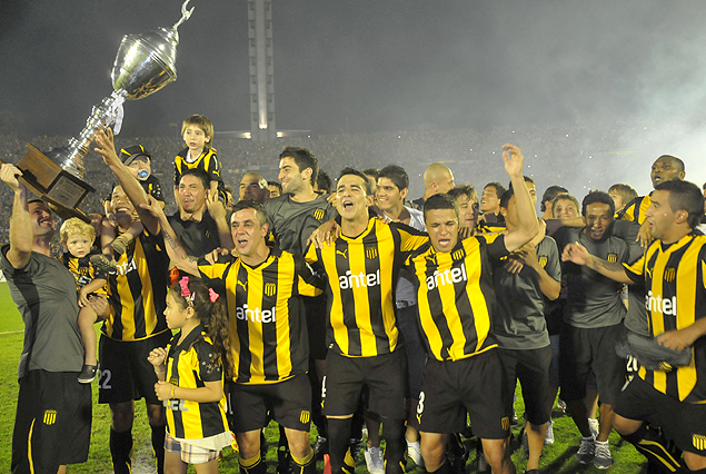 http://www.tenfield.com.uy/wp-content/uploads/2012/12/copa-campeon-apertura-2012.jpg?9d7bd4