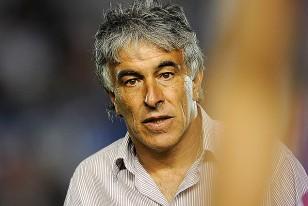 """""""Central no baja, se va a salvar"""", afirmó Julio Acuña, entrenador palermitano."""