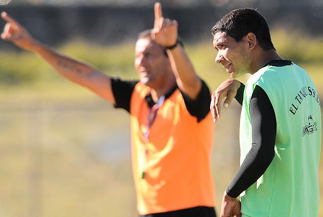 Osvaldo Canobbio mandó a la cancha a Cristian Palacios.