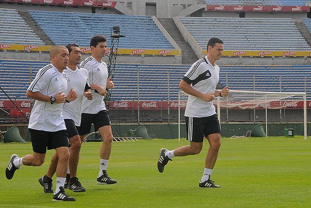 Los árbitros colombianos entrenaron en la cancha del Estadio Centenario.