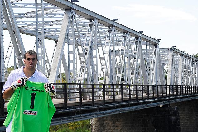Nicola Pérez va derecho por el puente que conduce a El Tanque Sisley al triunfo.