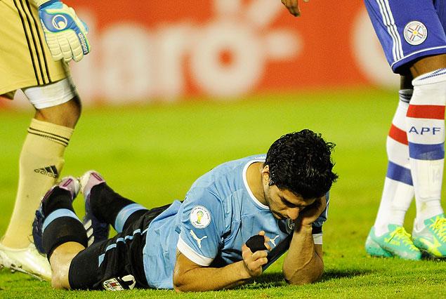 Luis Suárez es la imagen de la desazón. Uruguay sigue sin ganar en las eliminatorias.