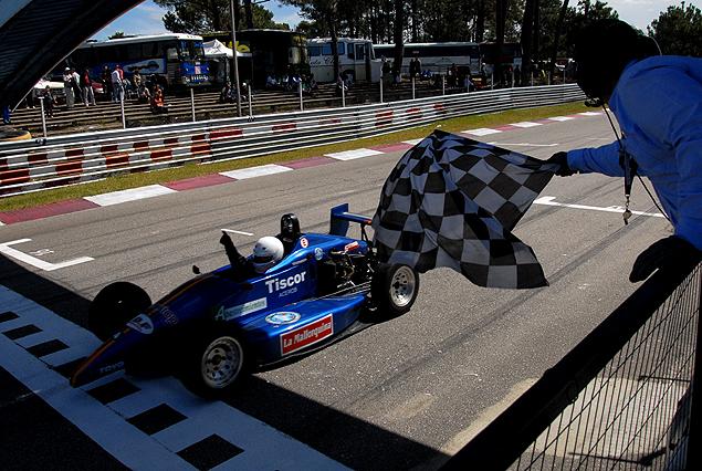 1º Fecha de los Campeonatos Nacionales de automovilismo en el autódromo del Pinar.