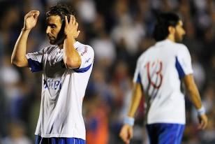 Iván Alonso es puro lamento, Sebastián Abreu se marcha decepcionado. Nacional empataba con El Tanque Sisley.