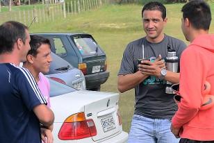 Pumar conversa con Sergio Pérez, Jorge Artigas y Alvaro Brum.