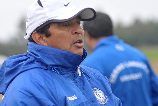 Danielo Núñez, el técnico de Cerro Largo, debe definir entre Cantera y Klein en ofensiva.