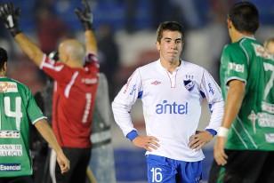 Carlos De Pena sufre el mal momento futbolístico que atraviesa Nacional.