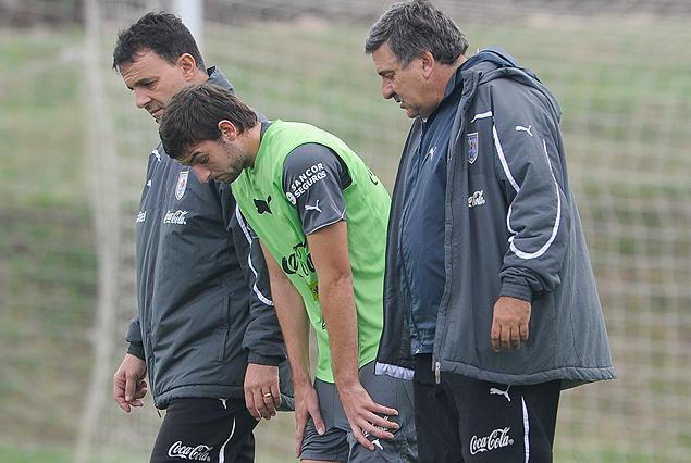 El momento en que Gastón Silva sale del entrenamiento celeste al recibir un golpe en el tobillo izquierdo.