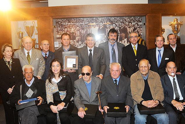 Peñarol homenajeó a sus glorias en el museo del club y los distinguió con la categoría de socios honorarios.