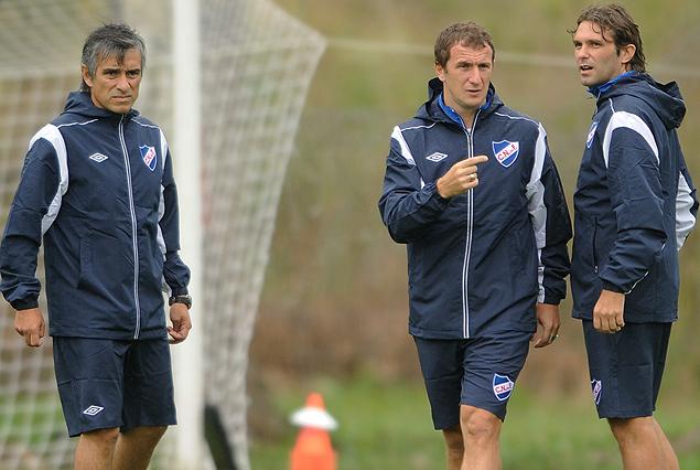Líber Vespa, Rodolfo Arruabarrena y Diego Markic, parte del cuerpo técnico tricolor que arranca con los trabajos este jueves en Los Céspedes.