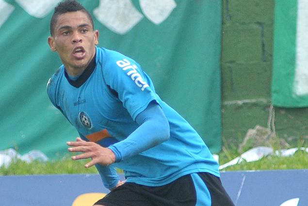 El delantero brasileño Jonathan Alvez, es la primera contratación de Danubio para la próxima temporada.