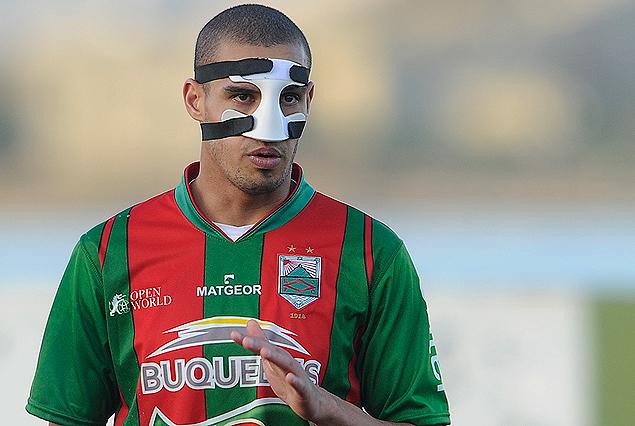 """Alvaro """"Pantera"""" Márquez y la máscara protectora, para cuidar la nariz. Algo diferente en el Olímpico."""