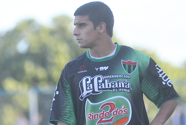 El Tanque quiere renovar el préstamo de Yefferson Moreira; el pase del lateral es de Peñarol.