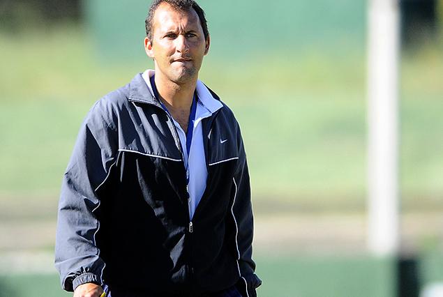 Osvaldo Canobbio, entrenador de El Tanque Sisley.
