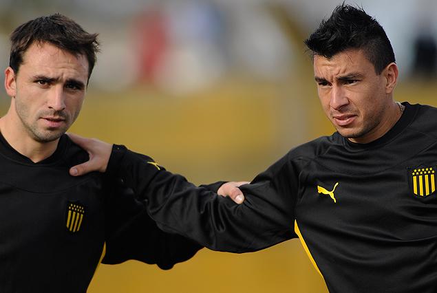 """Emiliano Albin en su regreso y """"Japo"""" Rodríguez en el primer día en Peñarol."""