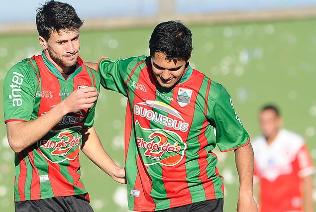 """Los goleadores """"Picapiedras"""" Maximiliano Britos  y Luis Martínez"""