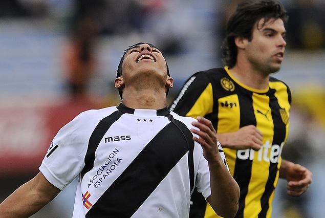 El juvenil Horacio Sequeira celebró el segundo gol de cabeza, de la gran victoria de Danubio 2:1 a Peñarol.