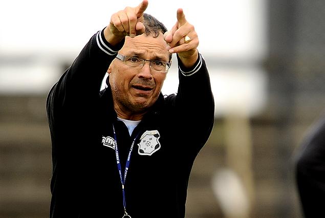 Alfredo Arias, técnico de Wanderers,