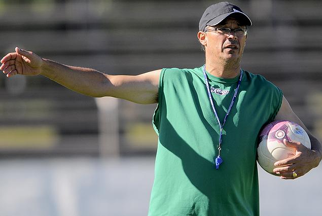 Alfredo Arias confía en el equipo que enfrentó a Peñarol, pero espera  para confirmar.