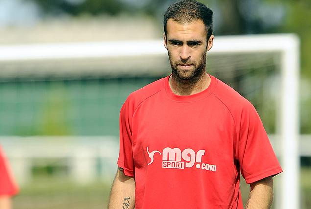 Facundo Tealde expulsado ante Liverpool, será baja el domingo frente a Nacional.