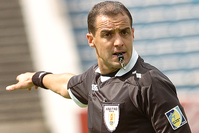 Esteban Ostojich el árbitro de Central-Torque.