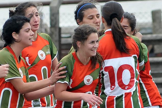 """Las chicas de Colón gritaron """"Dale campeón""""."""