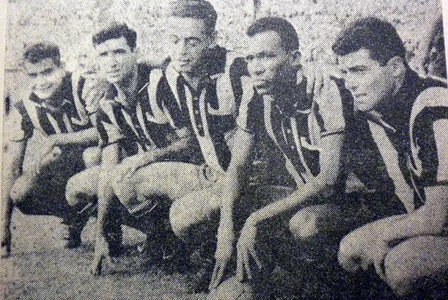 La línea delantera de Peñarol en el partido ante Nacional del 20 de marzo de 1960, final del Campeonato Uruguayo de 1959 donde ambos empataron en el primer lugar. Cubilla, LInazza, Hohberg, Spencer y Borges.