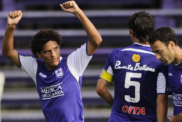 Felipe Gedoz festeja su gol.