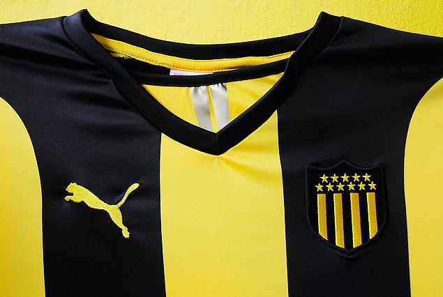 Peñarol presentó su nueva camiseta titular Puma para 2018
