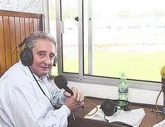 El Dr. Ariel Delbono en su actividad de comentarista en Radio Universal.