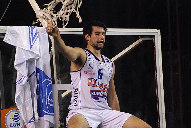 Bruno Fitipaldo festeja su último título con el playero.