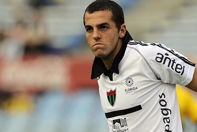 Nicola Pérez, rescindió contrato con El Tanque Sisley. Nacional lo quiere como suplente de Munúa, además lo pretenden Danubio -donde va a jugar- y River Plate.
