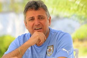 El Esc. Valdéz, reflexivo cuando afirma que de continuar en el cargo ofrecerá a Tabárez la permanencia en la Selección.