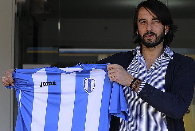 """Jorge """"Malaka"""" Martínez con la camiseta de Juventud de Las Piedras, el gran refuerzo del equipo que dirige Jorge Giordano."""