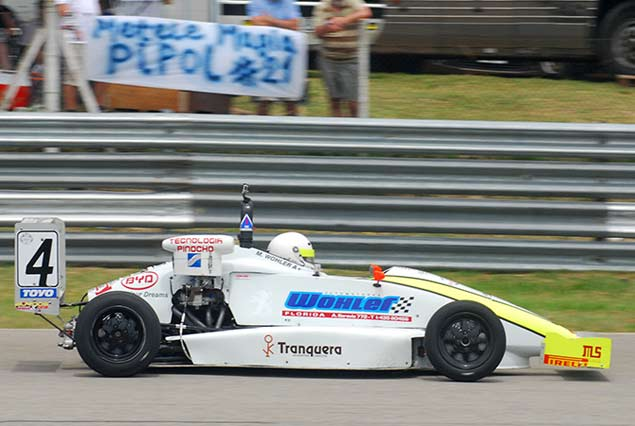 Miguel Wholer celebró con una bonita victoria su título en la Fórmula 4 Uruguaya.