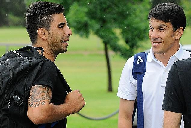 Maximiliano Barreiro es recibido por Mauricio Larriera en el complejo Arsuaga.