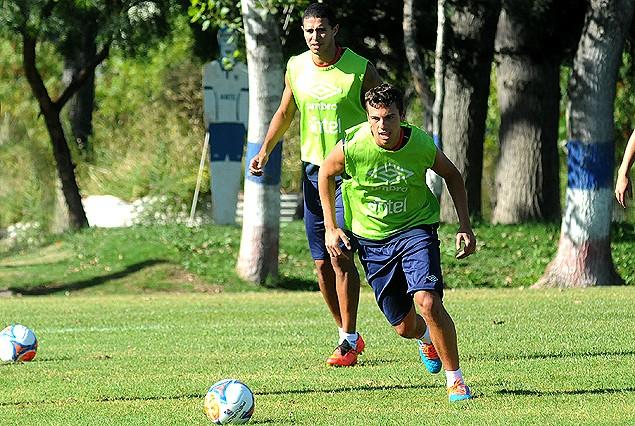 Gonzalo Bueno en el primer entrenamiento de Nacional del año junto a Diego Arismendi.