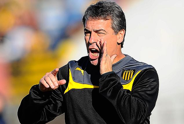 Pablo Bengoechea, el técnico de Peñarol, ganó su primer título con los aurinegros.