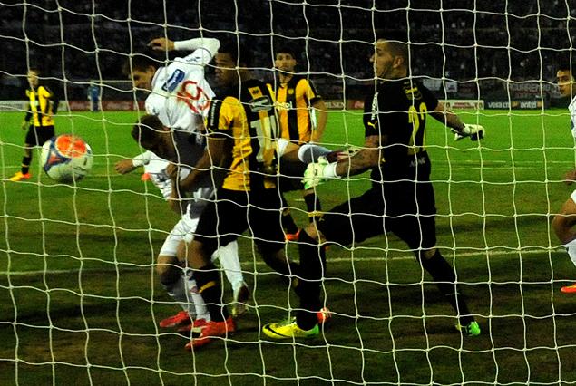 El gol de Santiago Romero, centro de Recoba y cabezazo del volante en el arco de la Amsterdam que venció a Migliore.