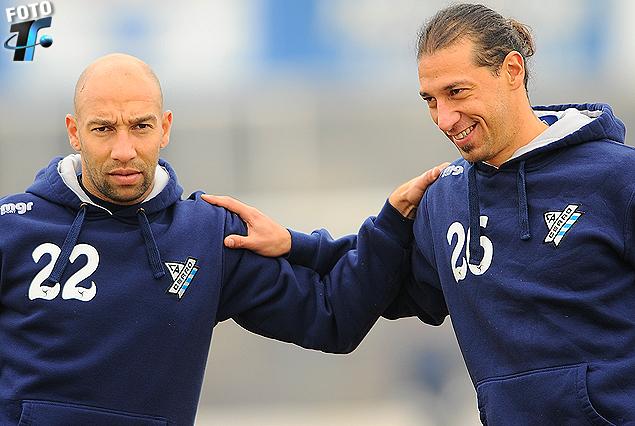Baltasar Silva y Richard Porta, nuevo refuerzo, en pleno trabajo en el estadio Tróccoli de la Villa.