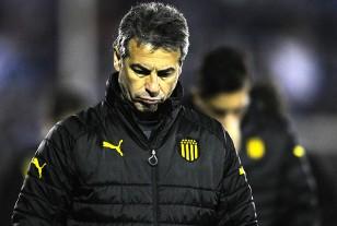 Pablo Bengoechea, el técnico de Peñarol, en la derrota del domingo en el Franzini.