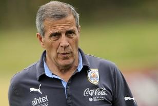 El Maestro Tabárez llegó a Panamá con el cuerpo técnico y los tres jugadores que viajaron de Montevideo.