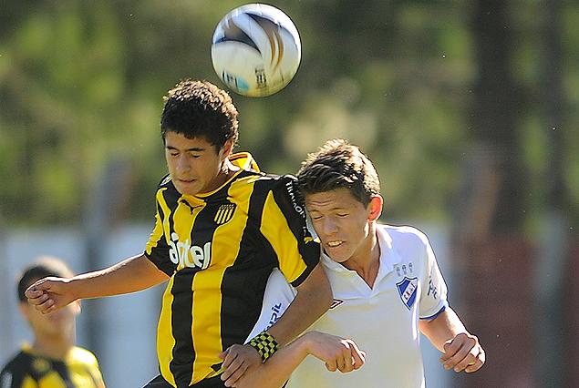 Peñarol-Nacional, clásico Sub 17 el miércoles a las 11:00 en el Méndez Piana.