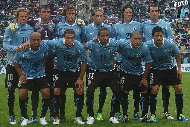 La Selección que empezó el camino para Brasil 2014 el El 7 de octubre de 2011 venciendo a Bolivia 4:2 en el Estadio Centenario.