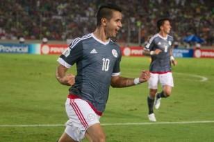 Derlis González festeja el gol del triunfo para Paraguay. EFE