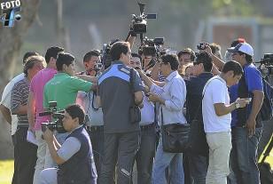 El Jefe de Prensa de la AUF, Matías Faral, dio satisfacción al reclamo de los comunicadores colombianos.