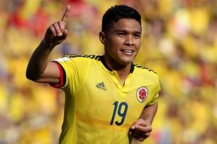 Teofilo Gutiérrez festeja el gol de Colombia.