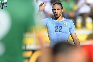 Martín Cáceres surge de las sombras de su último problema, con una soberbia actuación y el primer gol uruguayo.