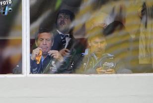 Oscar Tabárez y Mario Rebollo en el palco del cuarto piso del estadio Siles de La Paz.