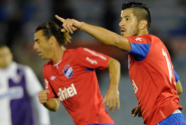 """Juan Albín festeja su gol. El """"despertar"""" de un gran jugador."""